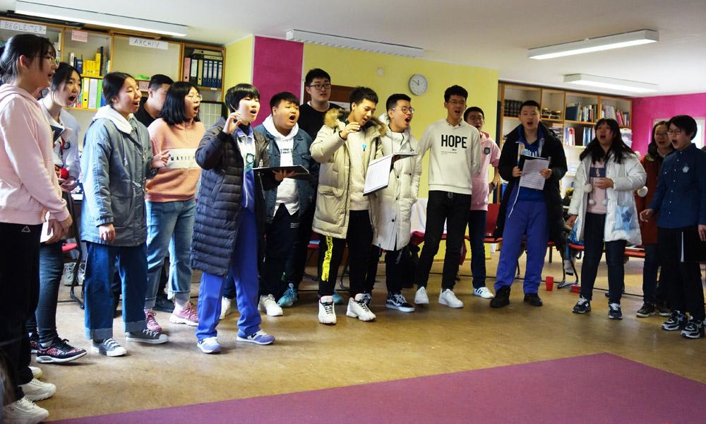 Besuch aus China - der Chor singt